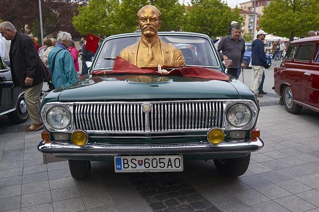 Lenin na autě