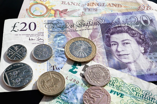 britské peníze